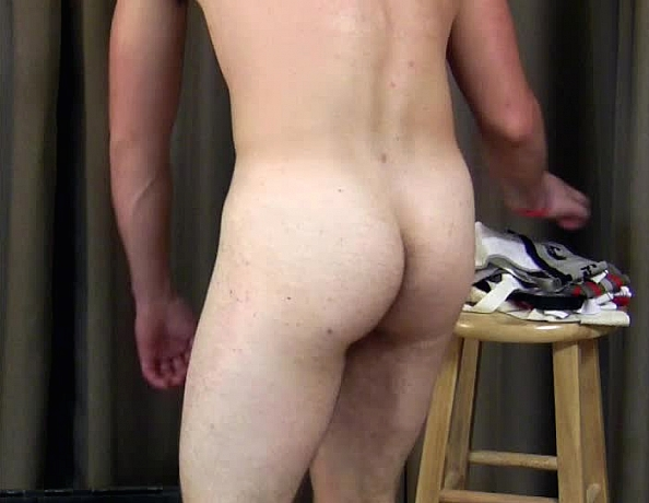 content/130726102-ethan-trying-on-underwear-and-jockstraps/4.jpg