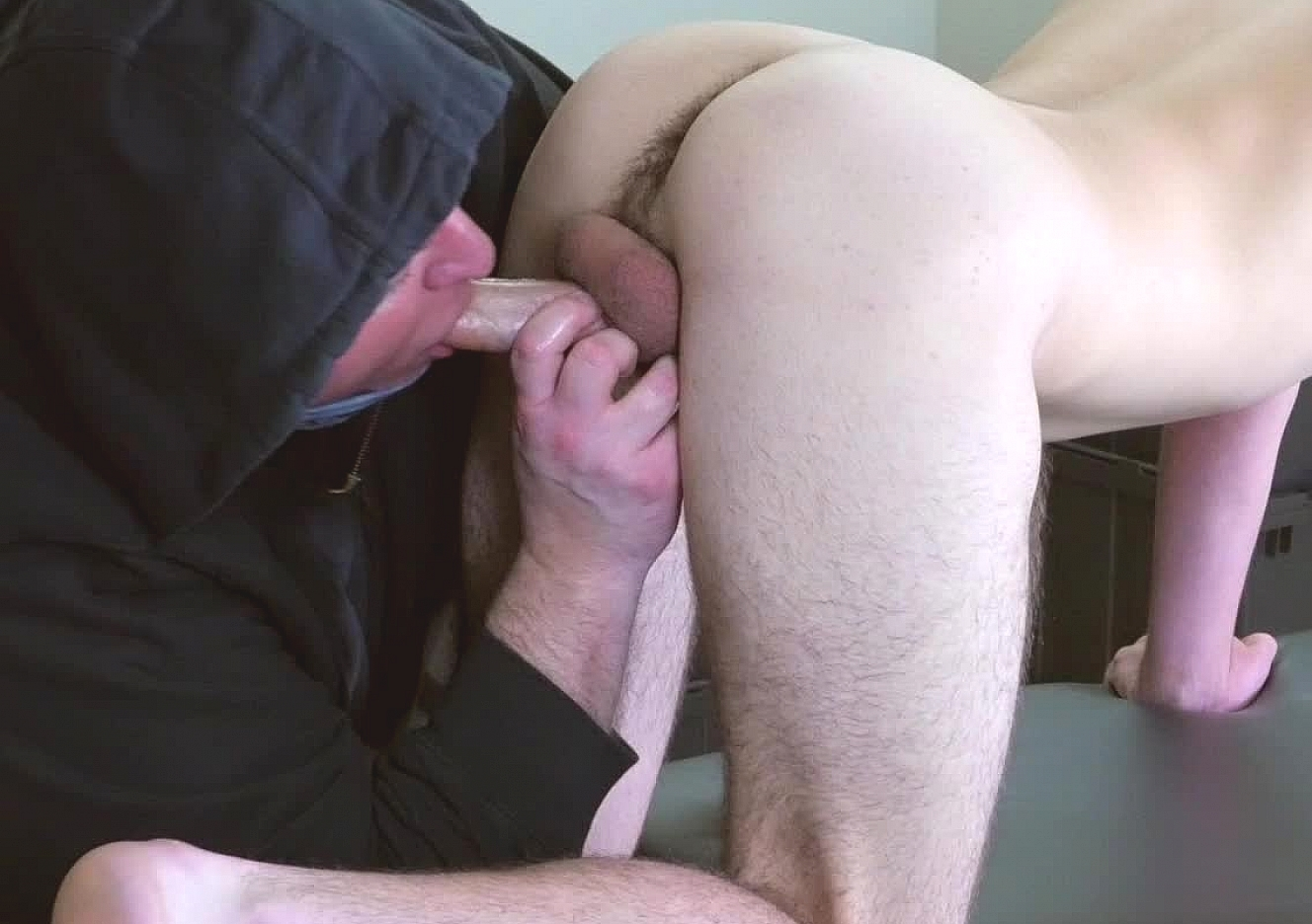 content/170420101-parkers-first-gay-blowjob/0.jpg